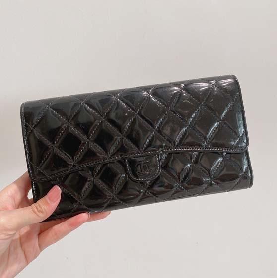 长款黑色漆皮钱包